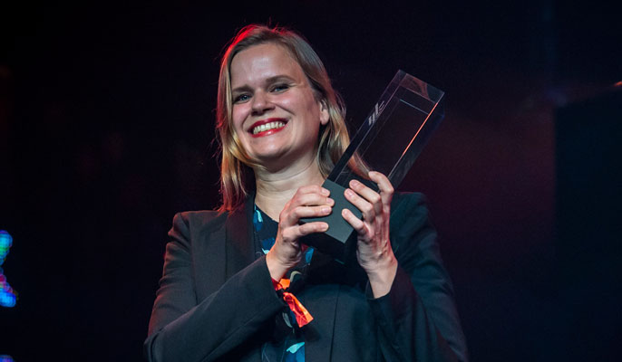 "Selma Vihunen wins the Children and Youth Film Award for ""Stupid Young Heart"" © Nordische Filmtage Lübeck"